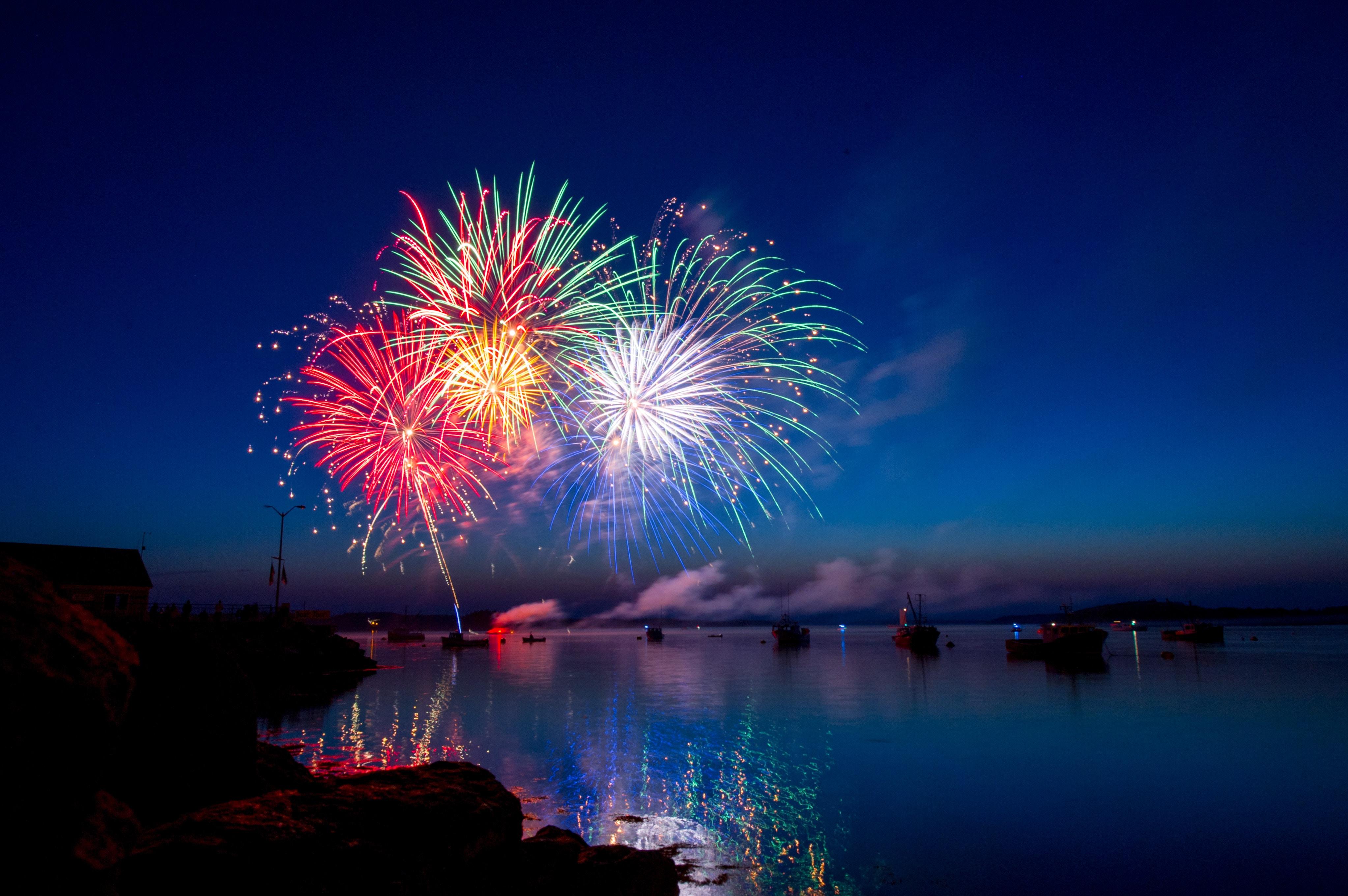 Fireworks ray-hennessy-299620-unsplash